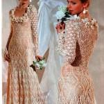 Vestido de noiva de crochê e gola diferenciada.