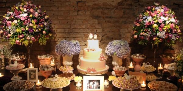 roubar docinhos da mesa do bolo de casamento