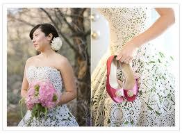 Vestido de noiva de crochê com o fundo ver.