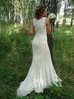 Vestido de noiva longo.