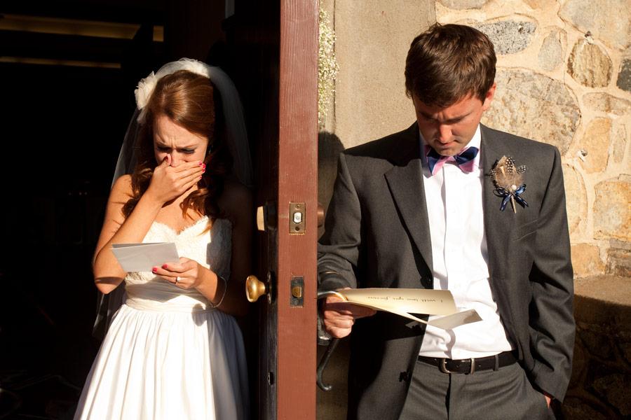 Nesse caso um está lendo os votos do outro antes da cerimônia (Foto: Divulgação)