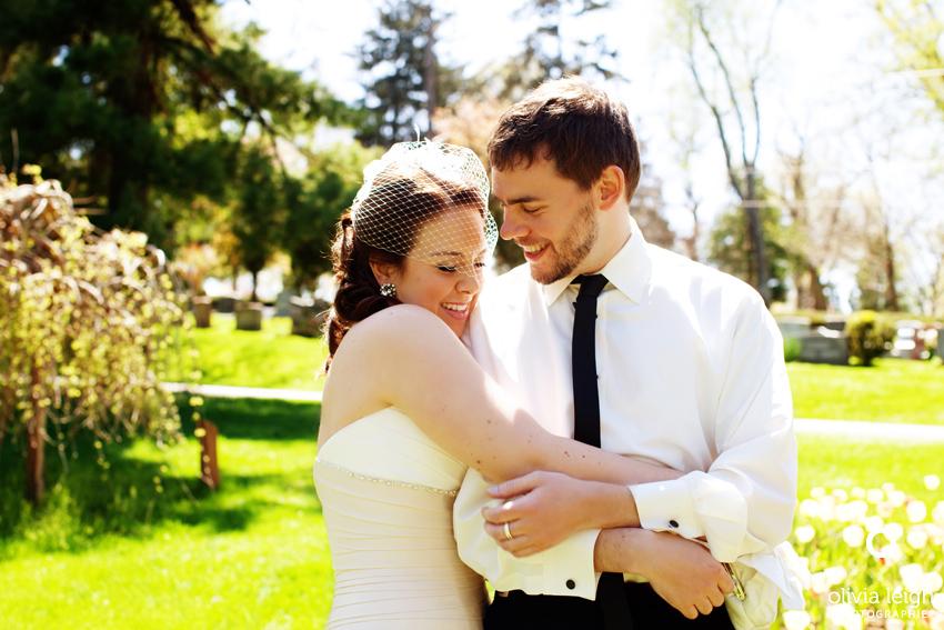 O casal demonstra todo seu carinho um com o outro antes da entrada na cerimônia (Foto: Divulgação)