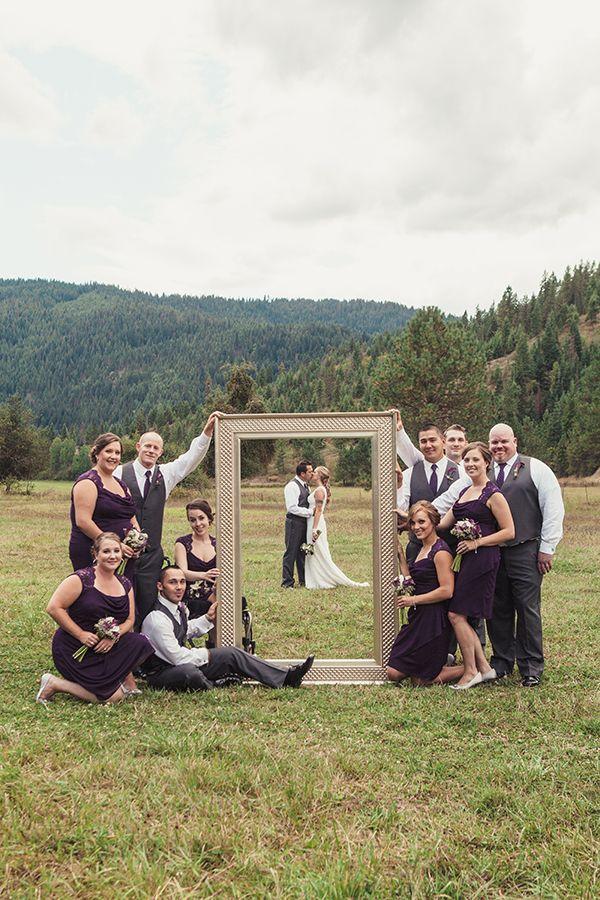 Uma foto de casamento com moldura pode te ajudar a ter uma imagem criativa e diferente (Foto: Divulgação)