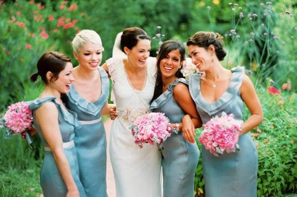 Madrinhas de casamento deem ajudar a noiva durante a preparação do casamento (Foto: Divulgação)