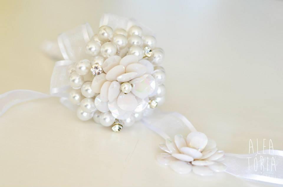 Buquê com pérolas brancas (Foto: Aleatória)