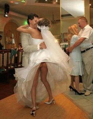 Noiva mostrando demais (Foto: Divulgação)