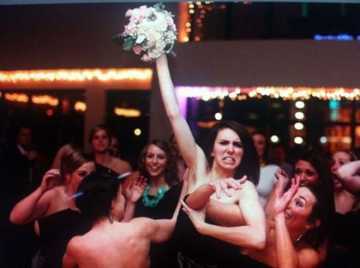 Convidadas na disputa pelo buquê da noiva (Foto: Divulgação)