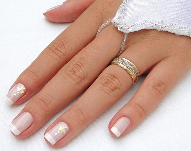 Mão delicadas de noivas, com unhas bonitas (Foto: Divulgação)