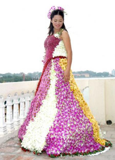 Vestido de noiva cheio de flor (Foto: Divulgação)