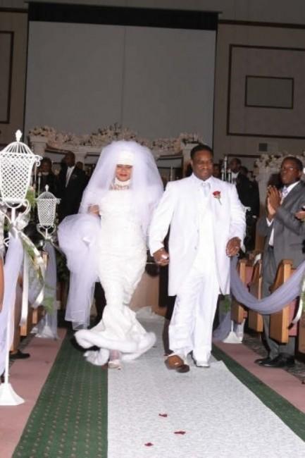 Vestido de noiva com muito pano (Foto: Divulgação)