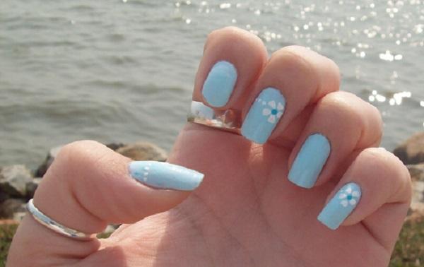 Unhas em azul claro para madrinhas (Foto: Divulgação)