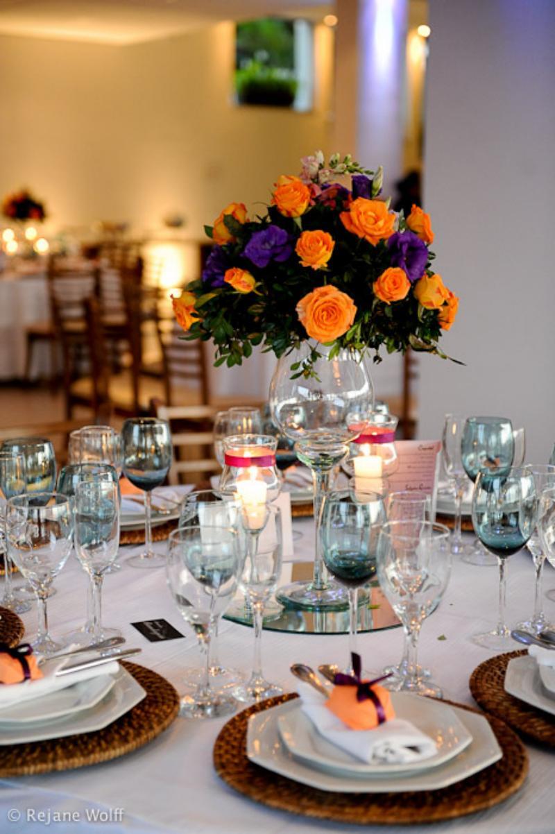 Decoração de casamento laranja e roxo (Foto Divulgação)