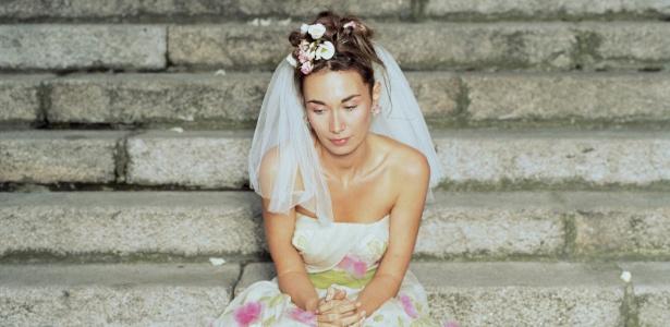 Noivo deixada de lado surta e ameaça noivo (Foto: Divulgação)