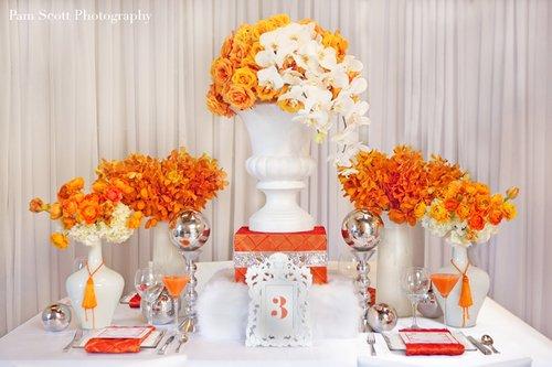 Decoração de casamento laranja e branco (Foto Divulgação)