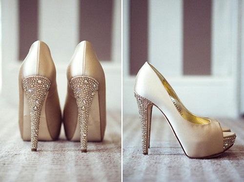Dicas para noivas na hora escolher o sapato do casamento podem te ajudar (Foto: Divulgação)
