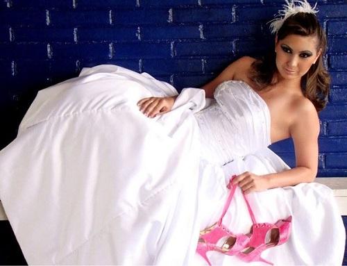 Dicas para noivas na hora escolher o sapato do casamento com sapato rosa (Foto: Divulgação)