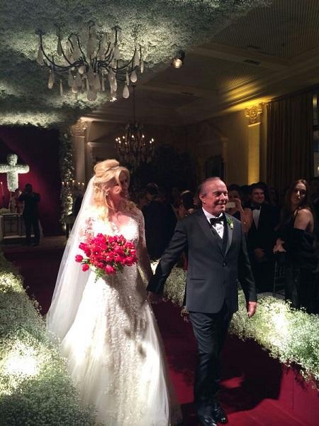Val Marchiori usou um lindo vestido de renda (Foto: divulgação)