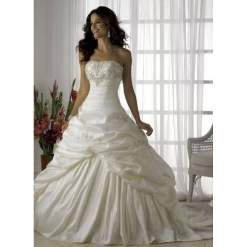 Modelos de vestido de noiva com babados (Foto: Divulgação)