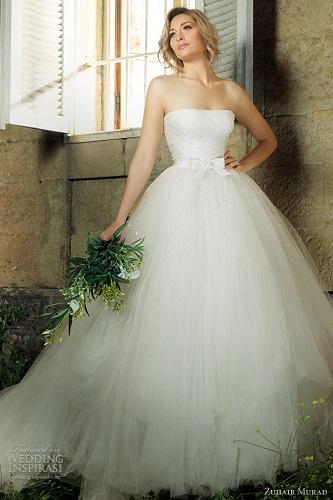 Modelos de vestido de noiva com bastante volume (Foto: Divulgação)