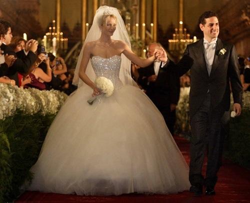 Modelos de vestido de noiva bem rodado (Foto: Divulgação)