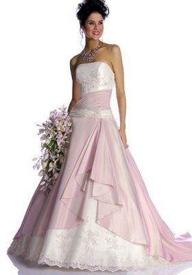 Modelo de vestido de noiva rosa (Foto: Divulgação)