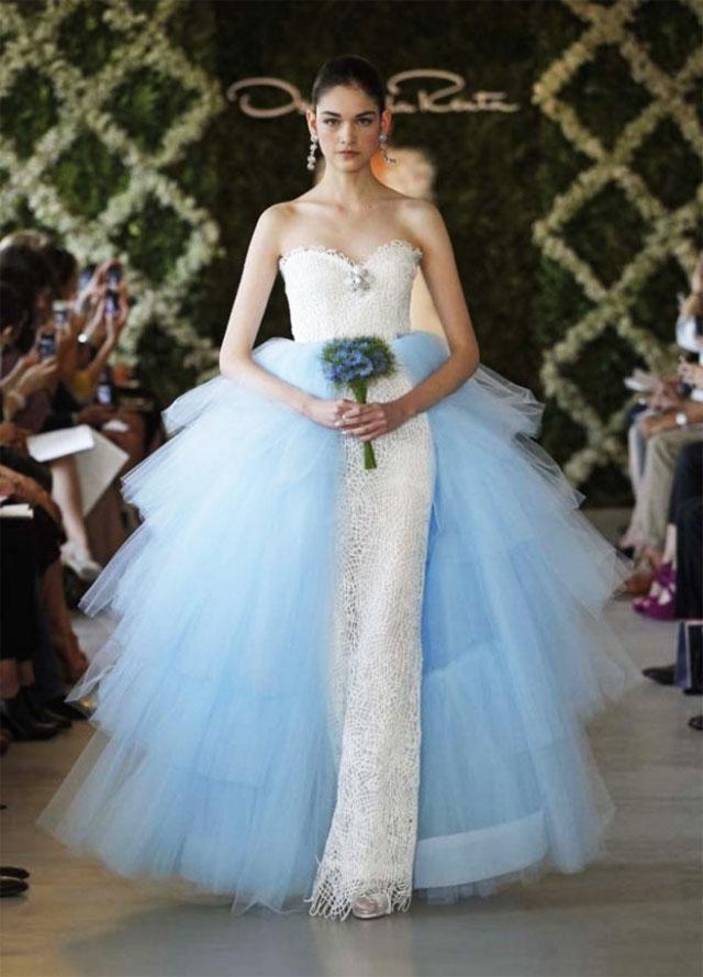 Modelo de vestido de noiva azul claro (Foto: Divulgação)