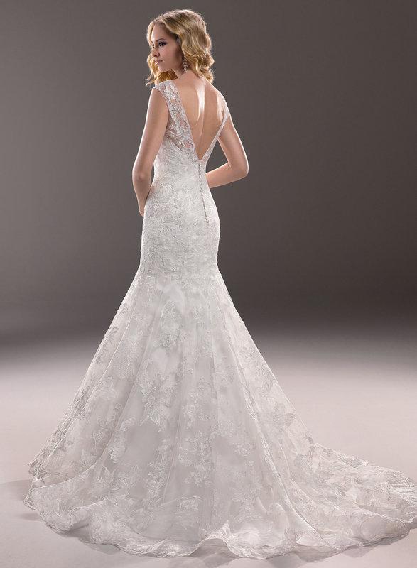 """Modelo de vestido de noiva com renda nas costas e decote em """"V"""" (Foto: Divulgação)"""
