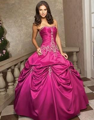 Modelo de vestido de noiva pink (Foto: Divulgação)