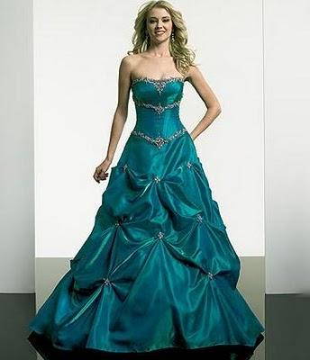 Modelo de vestido de noiva verde escuro (Foto: Divulgação)