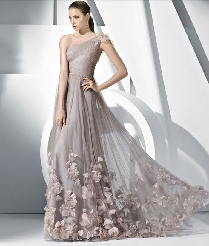 Modelo de vestido de noiva claro (Foto: Divulgação)
