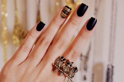 Unhas para casamento na cor preta com dourado (Foto: Divulgação)
