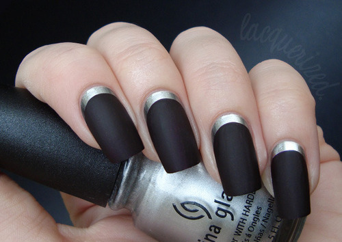 Unhas para casamento na cor preta com prata (Foto: Divulgação)