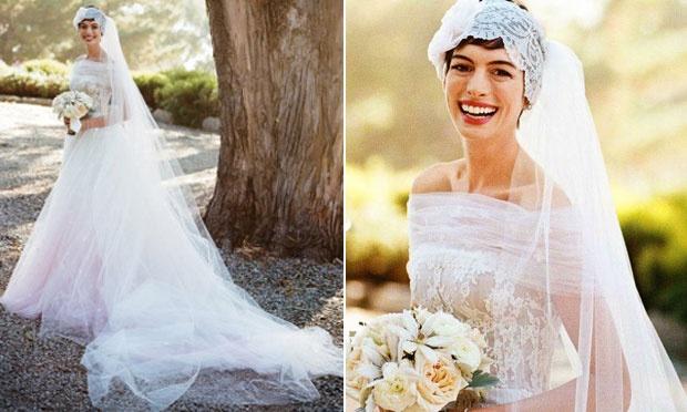 Anne Hathaway com um vestido de noiva diferenciado (Foto: Divulgação)