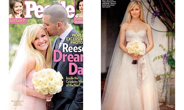 Reese Witherspoon usou um vestido de noiva sem muitos detalhes (Foto: Divulgação)