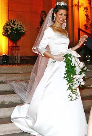 Maria Fernanda Cândido usou um vestido de noiva bem retrô (Foto: Divulgação)