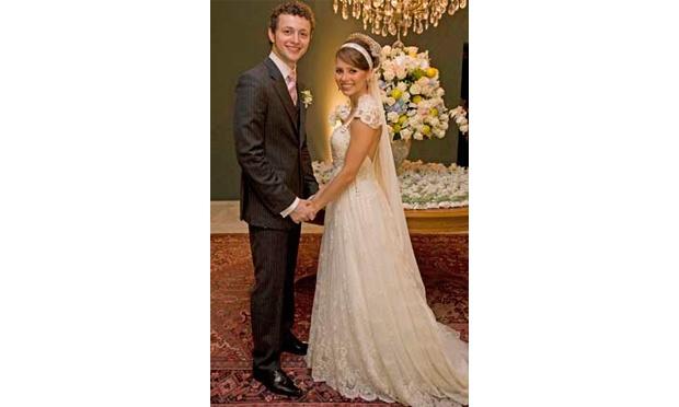 Sandy usou um vestido de noiva como princesa (Foto: Divulgação)