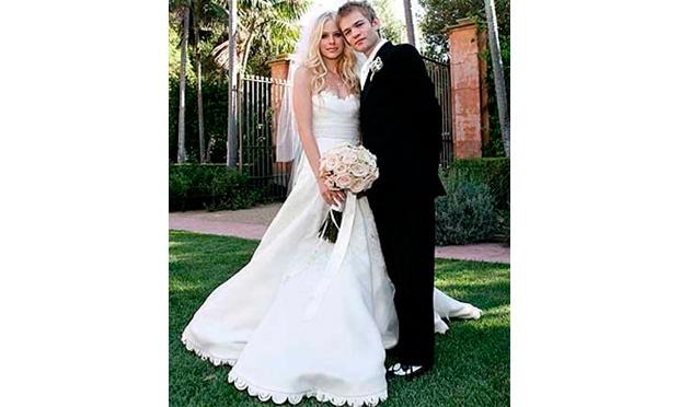 No primeiro casamento da cantora, com Deryck Whibley, Avril Lavigne se casou de branco (Foto: Divulgação)
