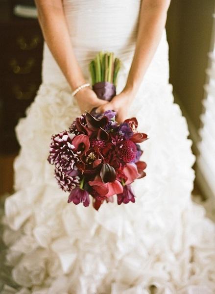 Bouquet de flores bem escuros.