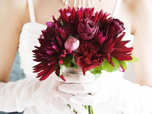 Bouquet de noiva lindo cor de vinho.