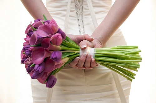 Bouquet de noiva roxa.