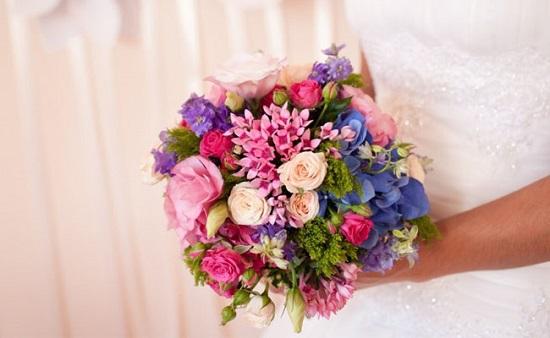 buquê de noiva azul e branco