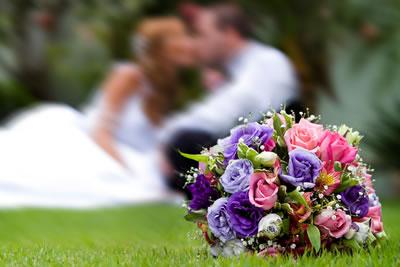 Buquê de noiva com flores do campo