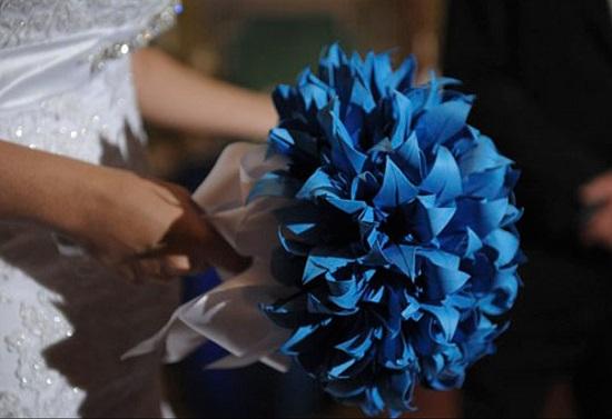 Buquê de noiva azul de papel delicado