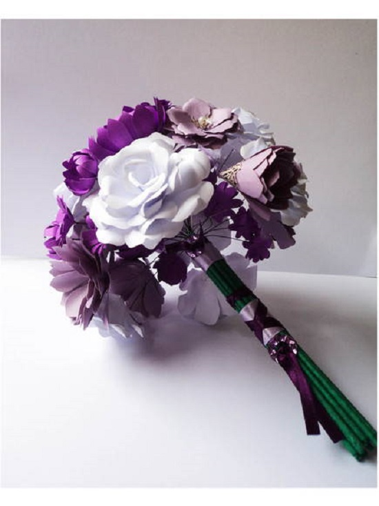 buquê de papel lindo e roxo escuro