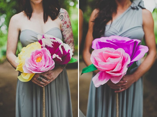 Buquês de papel bem coloridos e lindos rosas