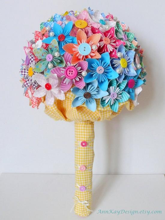Buquê de flores lindas e coloridas de papel