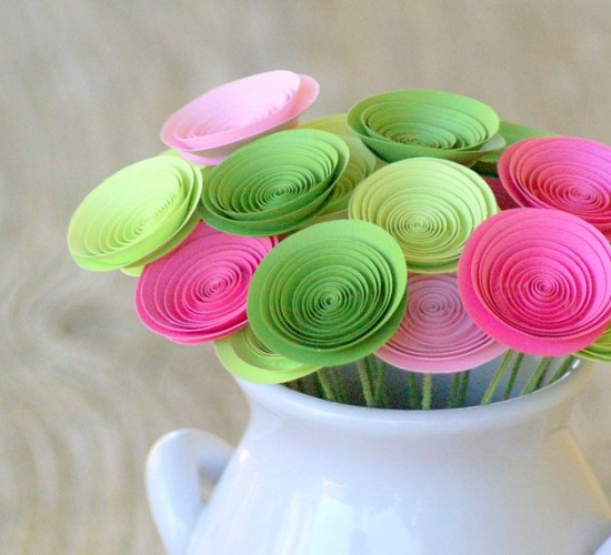Buquê com flores simples de papel