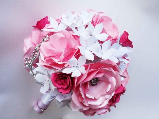 buque de noiva de papel rosa