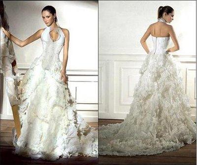 Vestido de noiva com saia diferente e frente única.