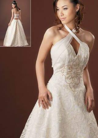 Vestido trançado no decote para noiva.
